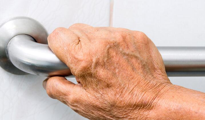 Des aides financières pour adapter sa salle de bain